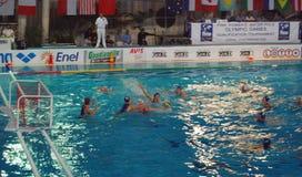 Polo di acqua delle donne. La Italia-Russia finale Fotografie Stock Libere da Diritti