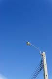 Polo eléctrico con el fondo del cielo azul imagen de archivo libre de regalías