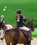 Polo kobiety gracz jedzie na koniu obrazy royalty free