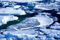 Polo Norte 2016 El hielo y las aberturas en el paralelo 84-88 Foto de archivo
