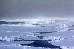 Polo Norte 2016 El hielo y las aberturas en el paralelo 84-88 Fotos de archivo libres de regalías