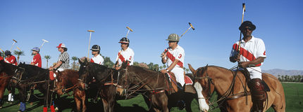 Polo Players And Umpire On-Paarden Stock Foto