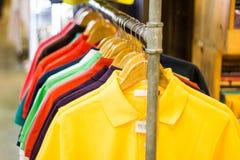 Polo Shirt für Verkauf Lizenzfreie Stockfotografie