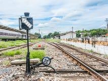 polo viejo de la lámpara en ferrocarril Fotos de archivo