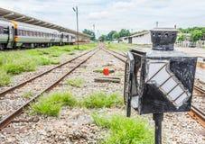 polo viejo de la lámpara en ferrocarril Fotografía de archivo