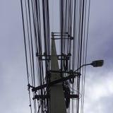 Polo y cielo del alambre Fotografía de archivo libre de regalías