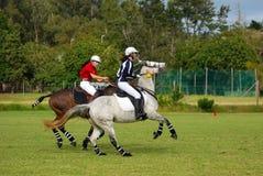 Polocrosse Spieler auf ihren Pferden Stockfotos