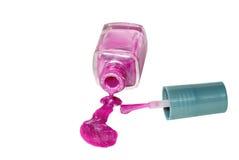 Polonês de prego cor-de-rosa derramado com escova imagens de stock