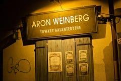POLONIA, KRAKÓW - 1 DE ENERO DE 2015: Calle de Szeroka en la noche en Kazimierz con visiones de la preguerra Fotografía de archivo libre de regalías