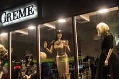 POLONIA, ZAKOPANE - 3 DE ENERO DE 2015: Maniquíes de la moda del boutique Foto de archivo