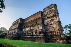 Polonnaruwa古城,一个菩萨雕象的照片在Lankatilaka Gedige的, 库存图片