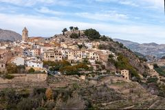 Polop Kasteel en stadspanorama Één van Spanje het meeste bezocht kasteel dat in de provincie van Alicante wordt gevestigd royalty-vrije stock foto