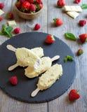 Polos blancos de la frambuesa del chocolate Foto de archivo