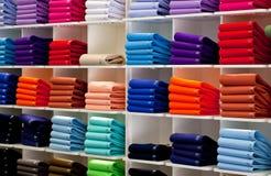 Polos, boutique de vêtements Photo stock