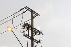 Polos de poder con las luces por la tarde Fotos de archivo
