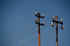 Polos e fios velhos da eletricidade Fotografia de Stock Royalty Free
