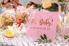 Poloygraphy e os doces doces em um frasco no bebê party imagens de stock