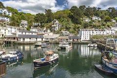 Polperro Cornwall England am 15. Mai 2016: Eine schöne Ansicht von einem der malerischsten Fischerdörfer von Cornwall: Polperro lizenzfreie stockfotografie