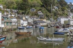 Polperro Cornwall England am 15. Mai 2016: Eine schöne Ansicht von einem der malerischsten Fischerdörfer von Cornwall: Polperro stockfotos