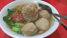 Polpetta di Bakso con il sambal, alimento indonesiano fotografia stock