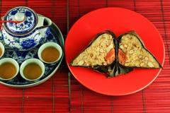 Zongzi ed insieme di tè Immagini Stock