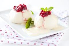 Polpette di lievito fresche con frutta Fotografia Stock Libera da Diritti