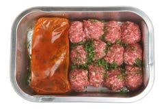 Polpette pronte per il forno con salsa Fotografia Stock Libera da Diritti