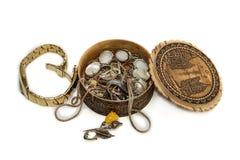 Polshorloge en kist met juwelen Stock Fotografie
