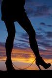 Polsini della caviglia delle gambe della donna della siluetta Fotografia Stock