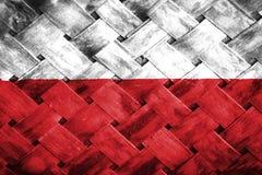 Polsk flagga, flagga på trät Arkivfoto