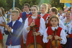 Polsk grupp av dansare i traditionella dräkter Royaltyfri Fotografi