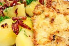 Polsk kokkonstkotlett med potatisar Royaltyfria Bilder