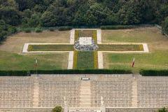 Polsk krigkyrkogård på Monte Cassino - en nekropol av polermedelsoldater som dog i striden av Monte Cassino från 11 till 19 Maj 1 Royaltyfria Bilder