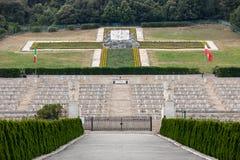 Polsk krigkyrkogård på Monte Cassino - en nekropol av polermedelsoldater som dog i striden av Monte Cassino från 11 till 19 Maj Fotografering för Bildbyråer