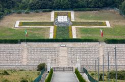 Polsk krigkyrkogård på Monte Cassino - en nekropol av polermedelsoldater som dog i striden av Monte Cassino från 11 till 19 Maj Arkivbilder