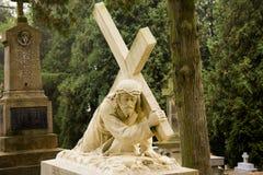 Polsk kyrkogård Jesus med korset Arkivbilder