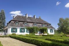 polsk mangårdsbyggnad för 18th århundrade, frilufts- museum, Janowiec, Polen Arkivfoto