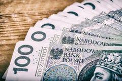 Polsk valuta PLN, pengar Spara rulle av sedlar av 100 PLN & x28; P Arkivbilder