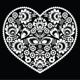 Polsk vit folkkonsthjärtamodell på svart - wzory lowickie, wycinanka Royaltyfria Bilder