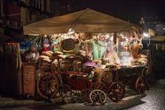 POLSKA KRAKOW, STYCZEŃ, - 01, 2015: Świąteczny nowego roku jarmark w nocy Krakow Fotografia Stock