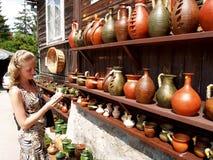 Polska Sprzedaż ceramiczny artykuły w Kazimezhe Dolnom zdjęcia royalty free