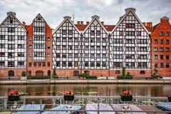 Polska 13 Wrzesień 2018 Gdański widok Motlawa rzeka przez terreas, Barwiący domy na bank unikalnej formie W backgr, zdjęcie royalty free