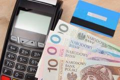 Polski waluta pieniądze i kredytowa karta z płatniczym terminal Obraz Royalty Free