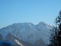 Polskt Tatry berglandskap i vinter royaltyfri bild