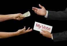 Político que toma el soborno para su voto en la legislación Imagenes de archivo