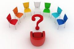 A poltrona de cadeiras do chefe e do escritório é posta por metade-redondo com ponto de interrogação Foto de Stock Royalty Free