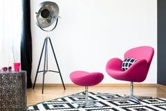 Poltrona e tamborete cor-de-rosa foto de stock royalty free