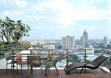 Poltronas e uma tabela no terraço Imagens de Stock Royalty Free