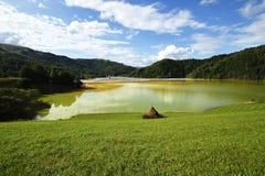 A poluição de águas residuais de uma mina de cobre Geamana, Rosia Montana, Romênia imagem de stock