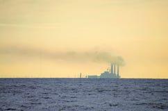 Poluição do ar da central energética do Waterside Fotografia de Stock